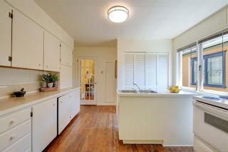 Photo 8: 1121 Chapman St in : Vi Fairfield West House for sale (Victoria)  : MLS®# 882682
