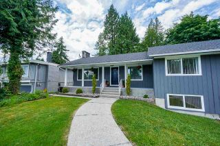 """Photo 3: 806 CRESTWOOD Drive in Coquitlam: Harbour Chines House for sale in """"Harbour Chines"""" : MLS®# R2589446"""