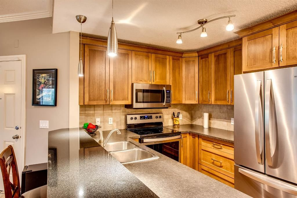 Main Photo: 222 15 Sunset Square: Cochrane Row/Townhouse for sale : MLS®# A1060876