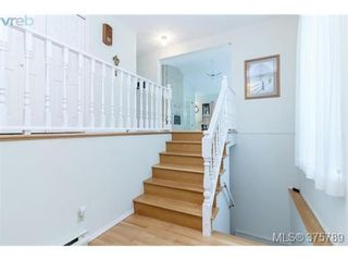 Photo 2: 4459 Autumnwood Lane in VICTORIA: SE Broadmead House for sale (Saanich East)  : MLS®# 754384
