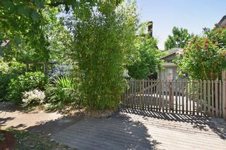 Photo 5: 2236 E Pender Street in Vancouver: Grandview VE House for sale (Vancouver East)  : MLS®# R2073977