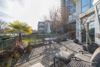 "Photo 2: TH111 1288 MARINASIDE Crescent in Vancouver: Yaletown Townhouse for sale in ""Crestmark I"" (Vancouver West)  : MLS®# R2549065"