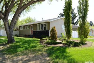 Main Photo: 238 Witney Avenue North in Saskatoon: Mount Royal SA Residential for sale : MLS®# SK862519