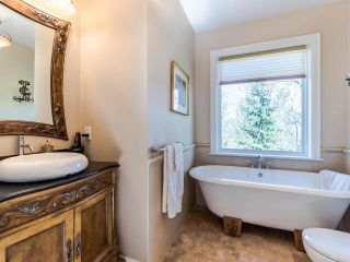 Photo 35: 5521 BESSBOROUGH Drive in Burnaby: Capitol Hill BN House for sale (Burnaby North)  : MLS®# R2574104