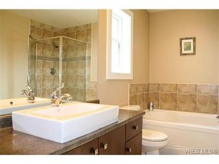 Photo 9: 560 Heatherdale Lane in VICTORIA: SW Royal Oak Row/Townhouse for sale (Saanich West)  : MLS®# 728837