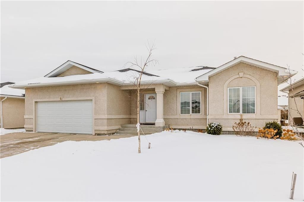 Photo 1: Photos: 6 AVONDALE Crescent in Steinbach: R16 Residential for sale : MLS®# 202100399
