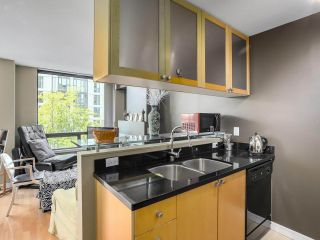 """Photo 9: 505 1003 BURNABY Street in Vancouver: West End VW Condo for sale in """"The Milano"""" (Vancouver West)  : MLS®# R2276675"""