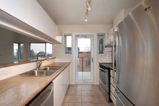 """Photo 5: 12 1386 W 6TH Avenue in Vancouver: Fairview VW Condo for sale in """"NOTTINGHAM"""" (Vancouver West)  : MLS®# R2423397"""