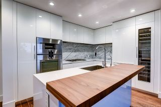 """Photo 3: 311 7428 ALBERTA Street in Vancouver: Mount Pleasant VW Condo for sale in """"Belpark"""" (Vancouver West)  : MLS®# R2568068"""