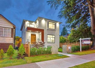 Photo 1: 772 E 33RD Avenue in Vancouver: Fraser VE House for sale (Vancouver East)  : MLS®# R2464737
