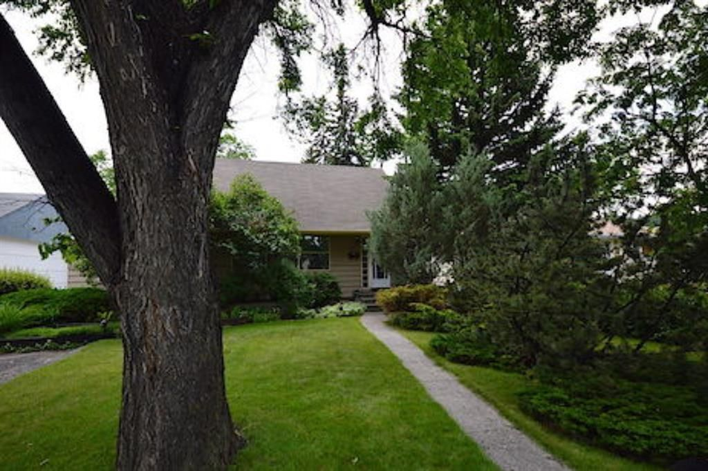 Main Photo: 2911 4 Avenue NW in Calgary: Parkdale Detached for sale : MLS®# A1076827