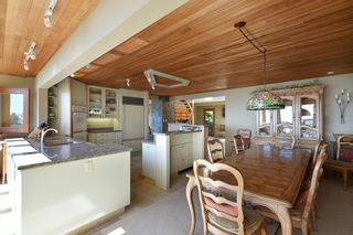 Photo 13: 6853 ISLAND VIEW Road in Sechelt: Sechelt District House for sale (Sunshine Coast)  : MLS®# R2610848