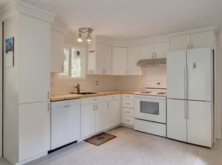 Photo 10: 17 240 HARRY Road in Gibsons: Gibsons & Area Manufactured Home for sale (Sunshine Coast)  : MLS®# R2588608