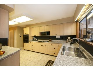 Photo 13: 237 RONDOVAL Crescent in North Vancouver: Upper Delbrook House for sale : MLS®# V1102155