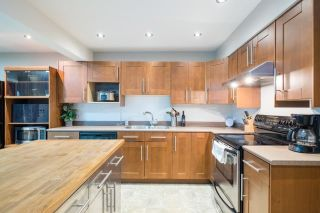 """Photo 8: 233 BALMORAL Place in Port Moody: North Shore Pt Moody Townhouse for sale in """"Balmoral Place"""" : MLS®# R2585129"""