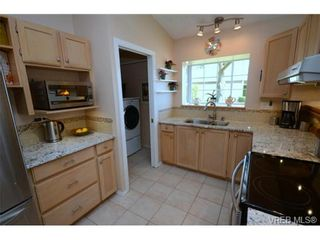 Photo 8: 42 901 Kentwood Lane in VICTORIA: SE Broadmead Row/Townhouse for sale (Saanich East)  : MLS®# 727195