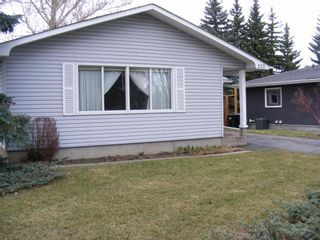 Photo 2: 222 Springwood Place SW in Calgary: Southwood Detached for sale : MLS®# A1123076