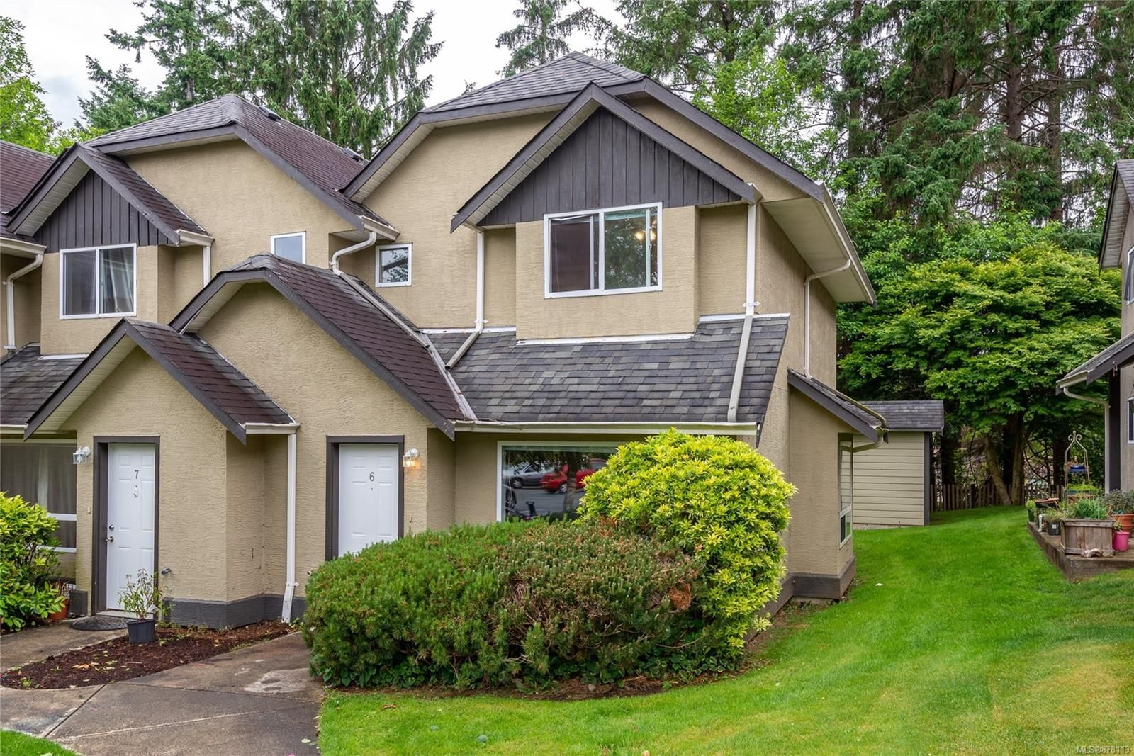 Main Photo: 6 555 Rockland Rd in : CR Campbell River South Row/Townhouse for sale (Campbell River)  : MLS®# 878113