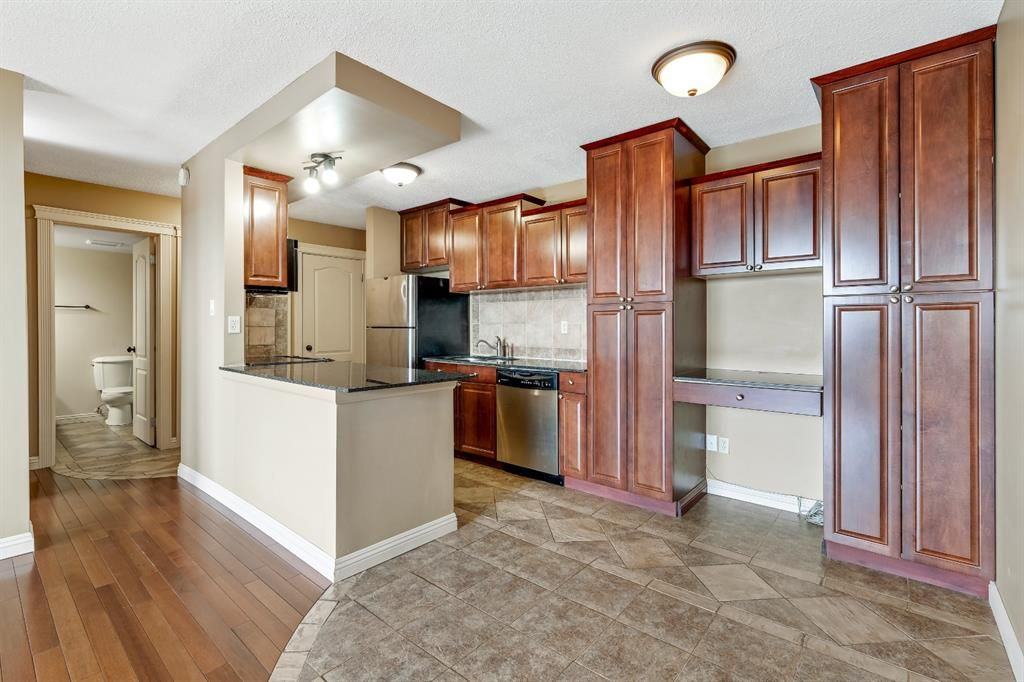Main Photo: 405 515 57 Avenue SW in Calgary: Windsor Park Apartment for sale : MLS®# A1141882