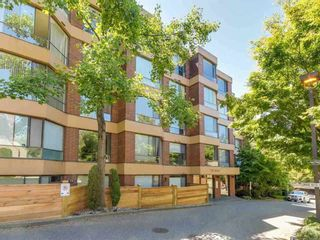 "Photo 1: 404 2140 BRIAR Avenue in Vancouver: Quilchena Condo for sale in ""ARBUTUS VILLAGE"" (Vancouver West)  : MLS®# R2314095"