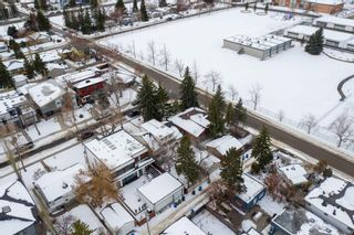Photo 3: 540 48 Avenue SW in Calgary: Elboya Detached for sale : MLS®# A1059690
