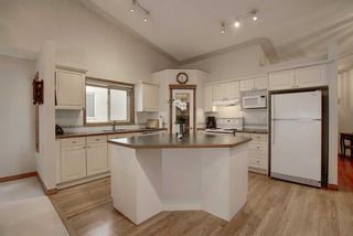Photo 3: 13 Strathearn Gardens SW in Calgary: Strathcona Park Semi Detached for sale : MLS®# A1114770