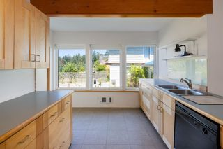 """Photo 15: 1540 WHITE SAILS Drive: Bowen Island House for sale in """"Tunstall Bay"""" : MLS®# R2613126"""