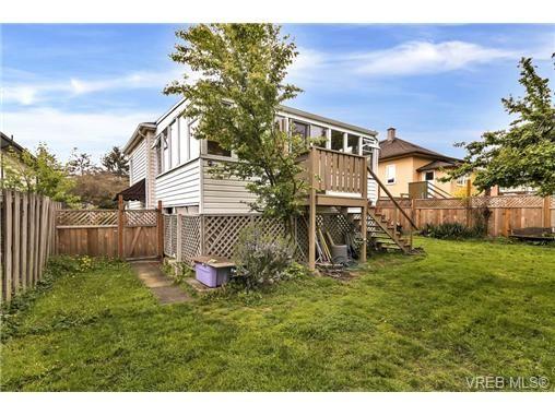 Photo 19: Photos: 3055 Carroll St in VICTORIA: Vi Burnside House for sale (Victoria)  : MLS®# 728046