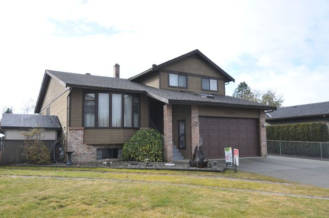 Main Photo: 12412 MEADOW BROOK Place in Maple Ridge: Northwest Maple Ridge House for sale : MLS®# V1047013