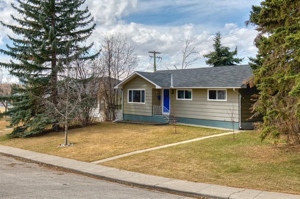 Main Photo: 11 Calandar Road NW in Calgary: Collingwood Detached for sale : MLS®# A1091060