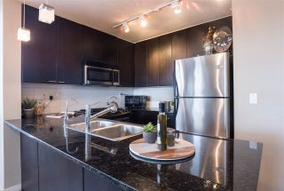 """Photo 9: 1107 39 SIXTH Street in New Westminster: Downtown NW Condo for sale in """"QUANTUM"""" : MLS®# R2371765"""
