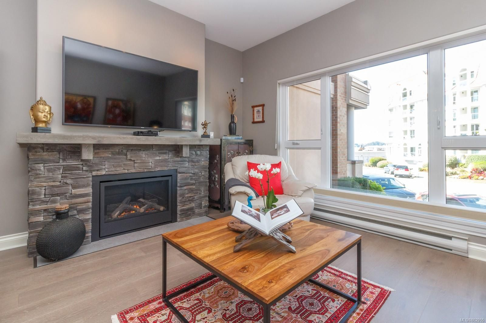 Main Photo: 124 75 Songhees Rd in Victoria: VW Songhees Row/Townhouse for sale (Victoria West)  : MLS®# 862955