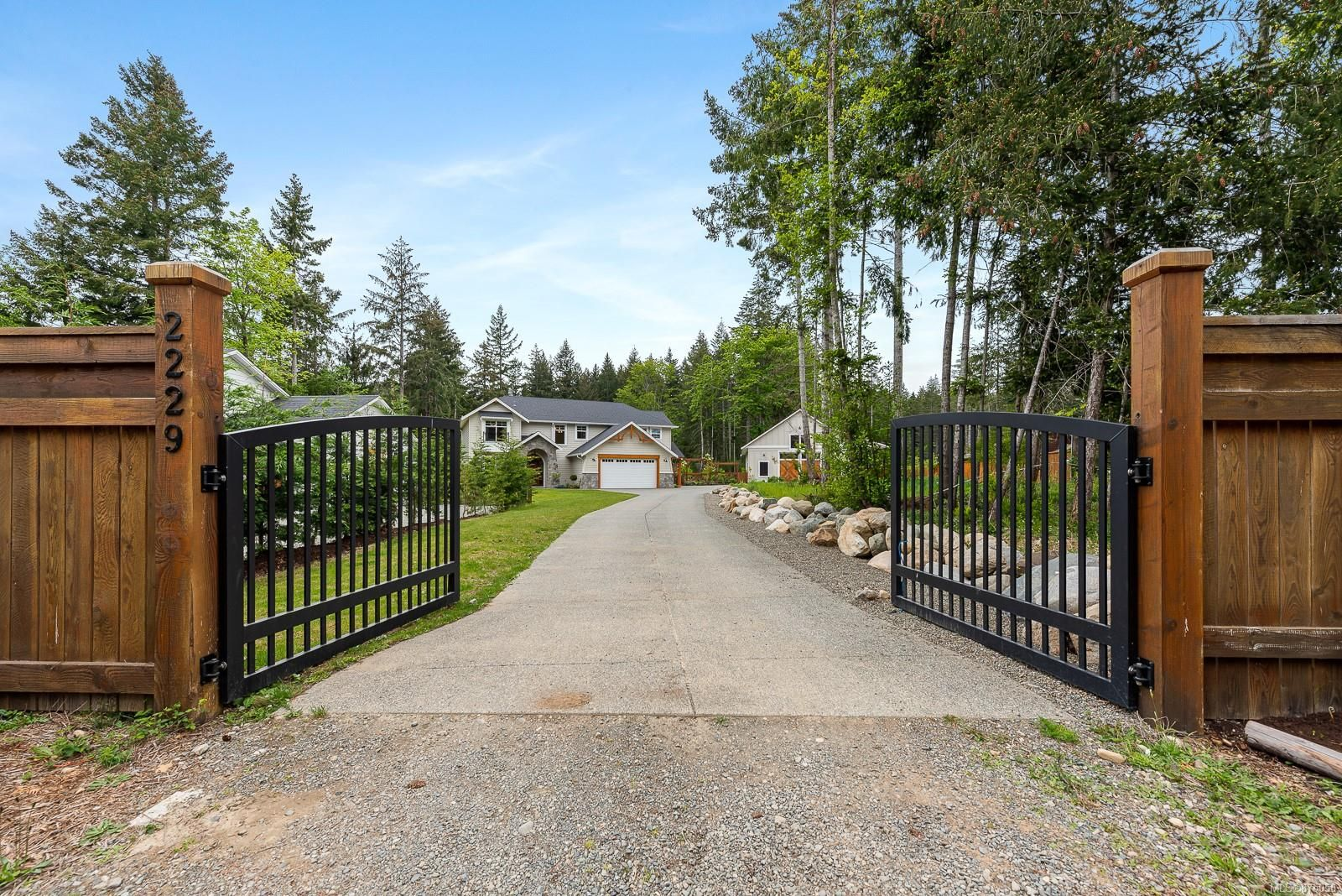 Main Photo: 2229 Lois Jane Pl in : CV Courtenay North House for sale (Comox Valley)  : MLS®# 875050