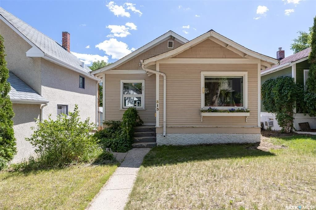 Main Photo: 313 26th Street West in Saskatoon: Caswell Hill Residential for sale : MLS®# SK861360