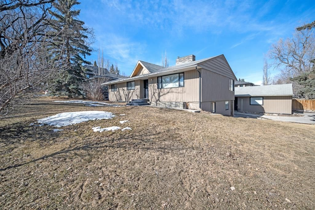 Main Photo: 704 Imperial Way SW in Calgary: Britannia Detached for sale : MLS®# A1081312