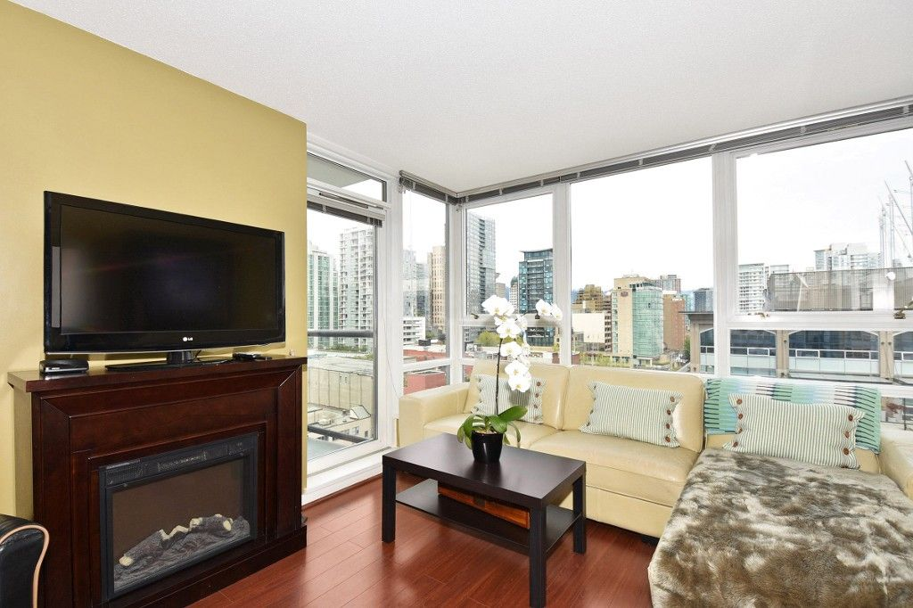 """Photo 2: Photos: 1708 928 BEATTY Street in Vancouver: Yaletown Condo for sale in """"MAX 1"""" (Vancouver West)  : MLS®# R2165040"""