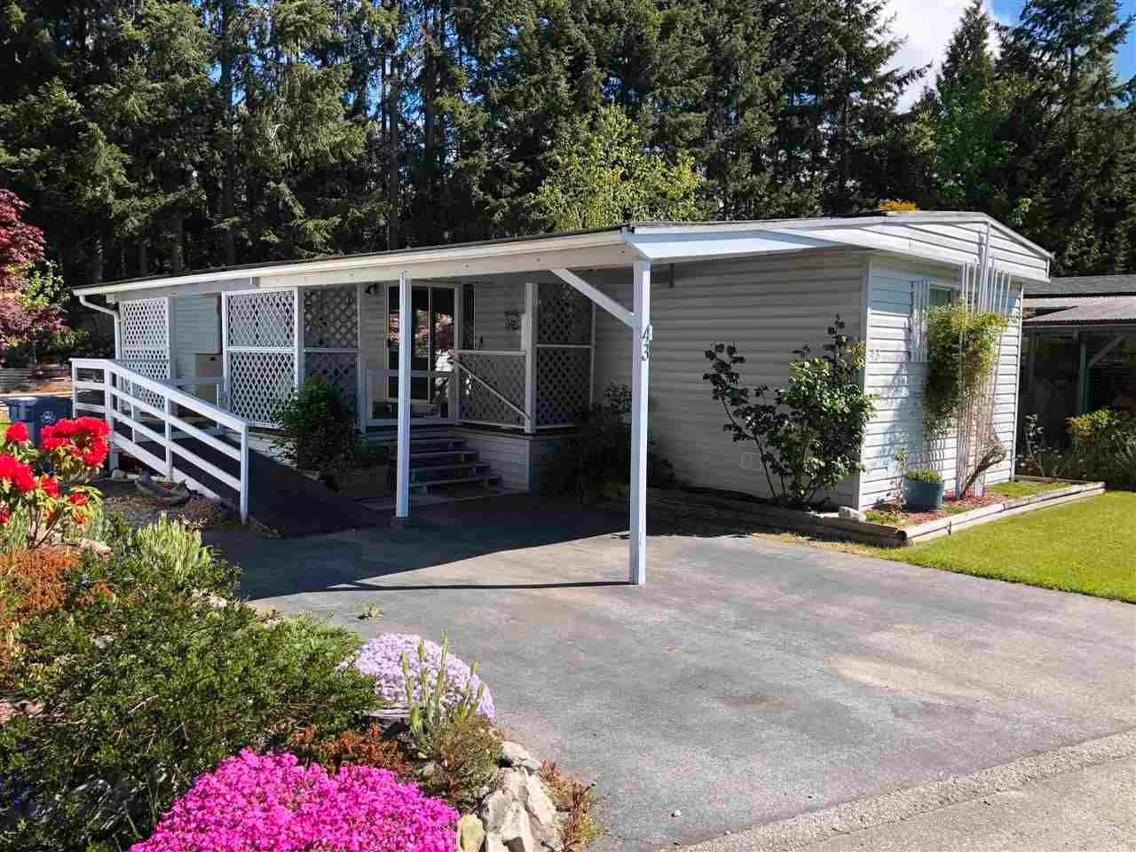 """Main Photo: 43 4116 BROWNING Road in Sechelt: Sechelt District Manufactured Home for sale in """"ROCKLAND WYND MOBILE HOME PARK"""" (Sunshine Coast)  : MLS®# R2580958"""