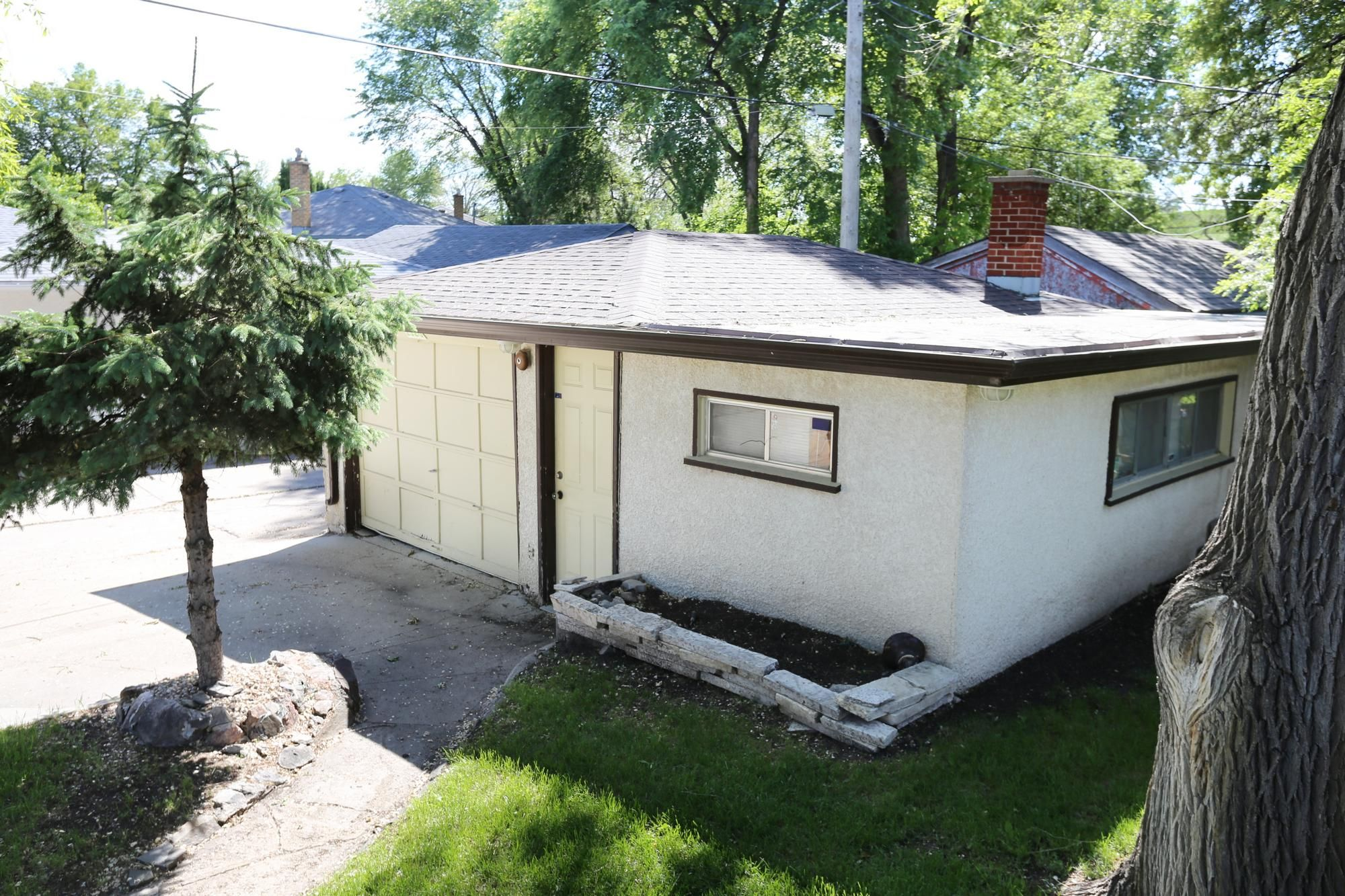 Photo 32: Photos: 1320 Valour Road in Winnipeg: West End Single Family Detached for sale (5C)  : MLS®# 1816744