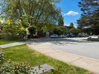 Photo 2: 313 33870 FERN Street in Abbotsford: Central Abbotsford Condo for sale : MLS®# R2599642