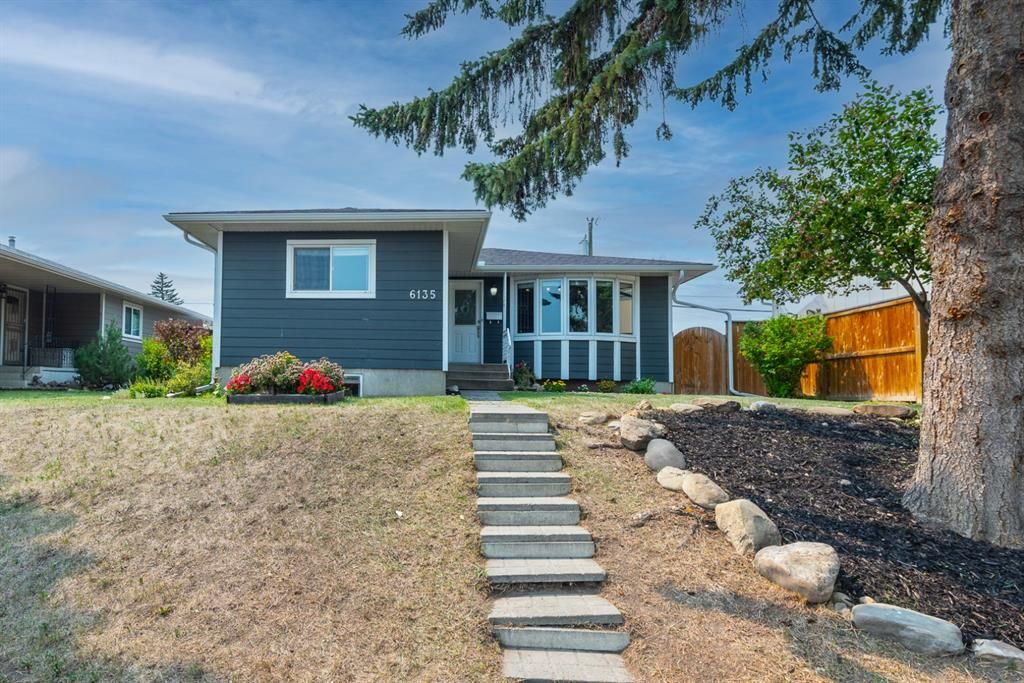 Main Photo: 6135 4 Street NE in Calgary: Thorncliffe Detached for sale : MLS®# A1134001