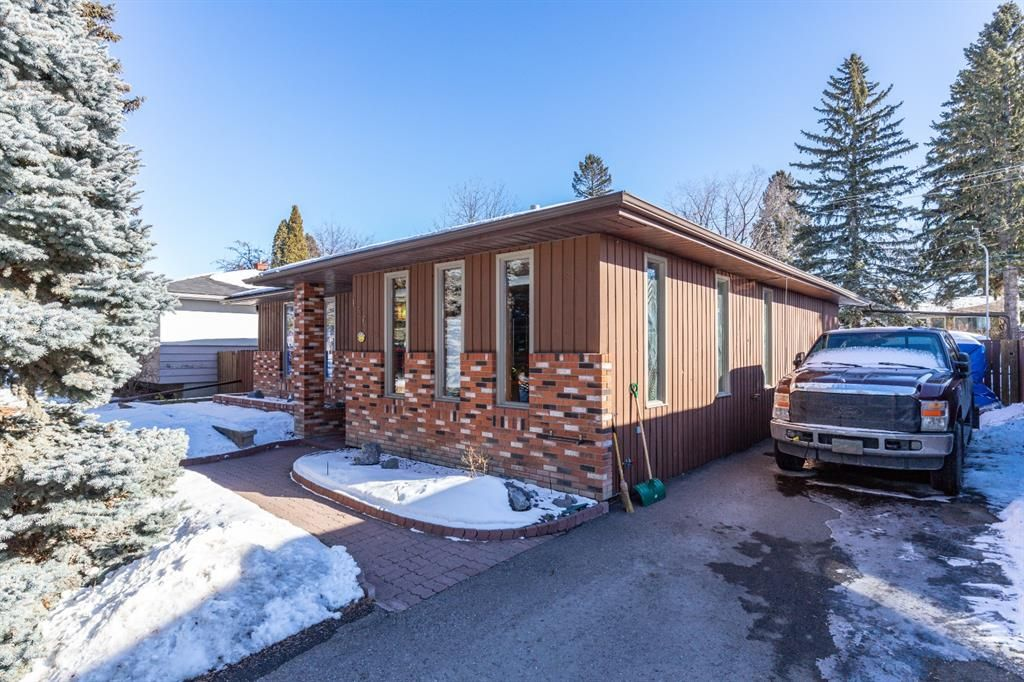 Main Photo: 136 Fairview Crescent SE in Calgary: Fairview Detached for sale : MLS®# A1073972