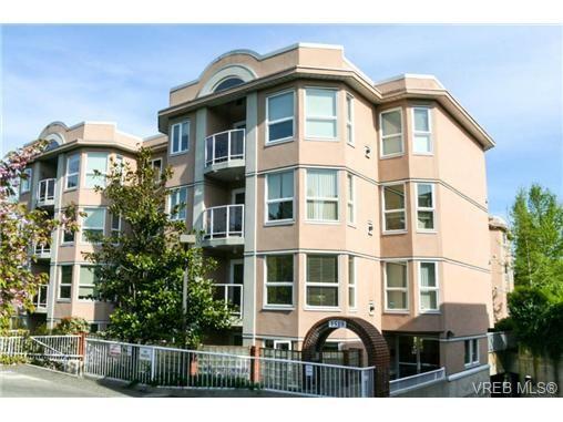 Main Photo: 306 1519 Hillside Ave in VICTORIA: Vi Oaklands Condo for sale (Victoria)  : MLS®# 735049