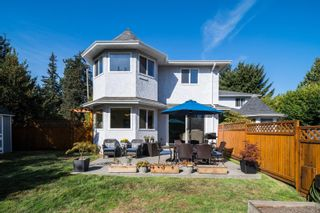 Photo 1: 2743 Whitehead Pl in : Co Colwood Corners Half Duplex for sale (Colwood)  : MLS®# 885614