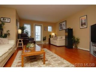 Photo 3: 104 842 Brock Ave in VICTORIA: La Langford Proper Row/Townhouse for sale (Langford)  : MLS®# 507331
