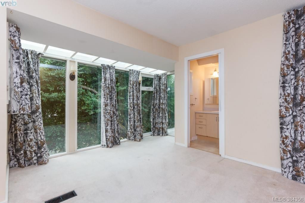Photo 10: Photos: 2048 Melville Dr in SAANICHTON: Si Sidney North-East House for sale (Sidney)  : MLS®# 772514