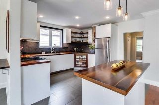 Photo 3: 24 North Edgely Avenue in Toronto: Clairlea-Birchmount House (Bungalow) for sale (Toronto E04)  : MLS®# E4159130