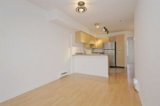 """Photo 5: C1 332 LONSDALE Avenue in North Vancouver: Lower Lonsdale Condo for sale in """"The Calypso"""" : MLS®# R2198607"""