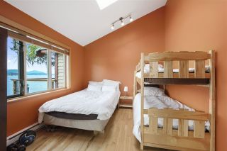 """Photo 14: 594 WALKABOUT Road: Keats Island House for sale in """"Melody Point"""" (Sunshine Coast)  : MLS®# R2387729"""