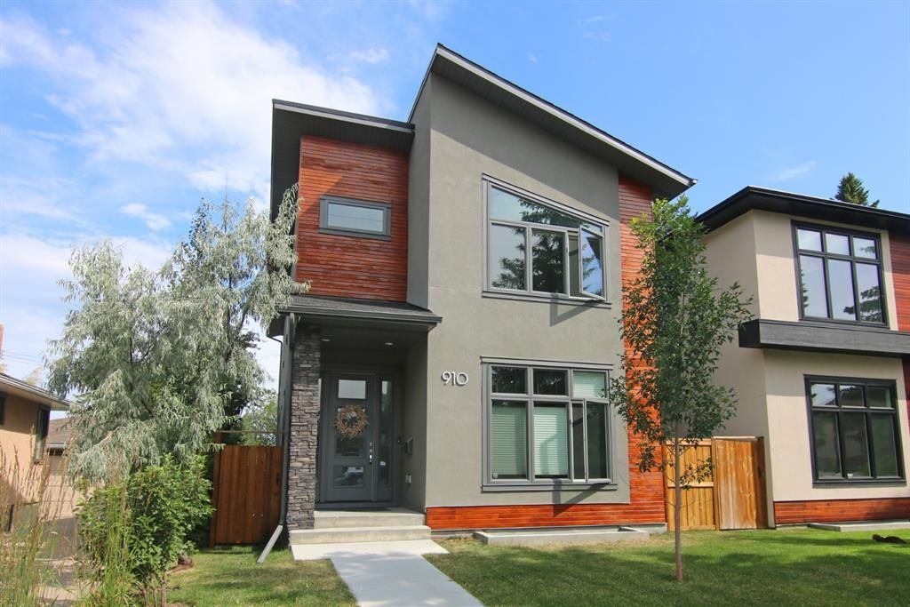 Main Photo: 910 24 Avenue NW in Calgary: Mount Pleasant Detached for sale : MLS®# A1069692