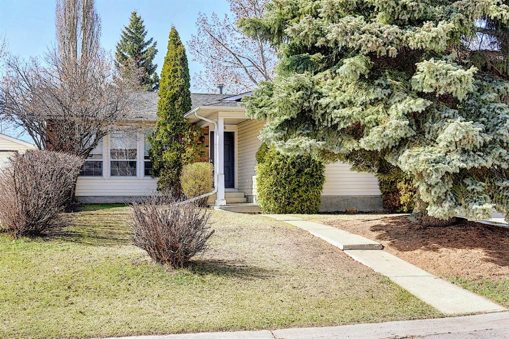 Main Photo: 136 Brabourne Road SW in Calgary: Braeside Detached for sale : MLS®# A1097410